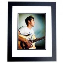 Real Deal Memorabilia NHoran11x14-2BF 11 x 14 in. Niall Horan Autographed Sexy Singer Photo, Black Custom Frame