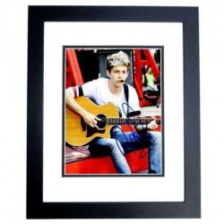 Real Deal Memorabilia NHoran8x10-2BF 8 x 10 in. Niall Horan Autographed 1D One Direction Photo, Black Custom Frame